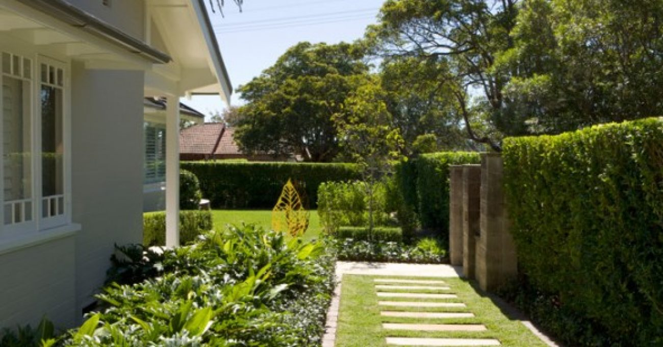 Simple-Exotic-And-Awesome-Elegant-Garden-Concept-Fron-Side-Home-View-590x411